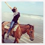 ビーチでワンコイン乗馬体験!